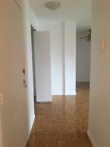 3 1/2 FOR RENT AVAILABLE IMMEDIATELY/ 3 1/2 LIBRE IMMEDIATEMENT