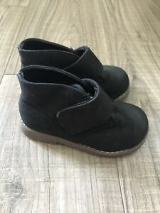 Toddler size 7 black boot children's place