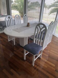 Wanted: White 2-pac dining table (extendable)