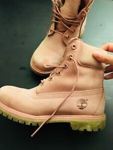 Timberland boots for wowen limited colour size 6