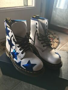 Dr. Martens women's boots - size 6, new condition