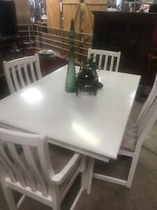 Table/4 Chairs