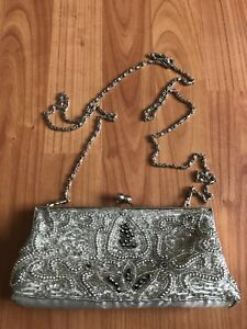 Small beaded purse.- off white