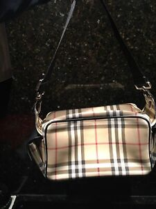 Authentic Burberry Purse in great condition!
