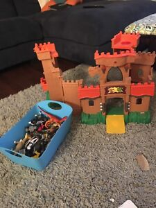 Knights castle with figures