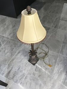 2 night-table lamps