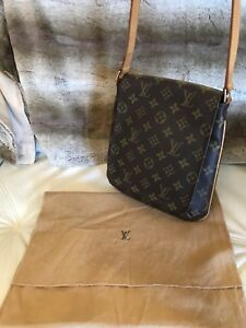 ***Authentic Louis Vuitton musette salsa shoulder bag***