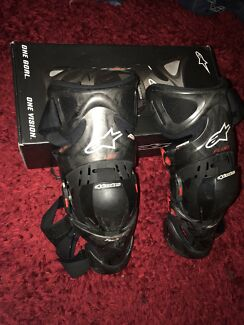 ALPINESTARS CARBON Fibre Knee braces Right + Left size Large