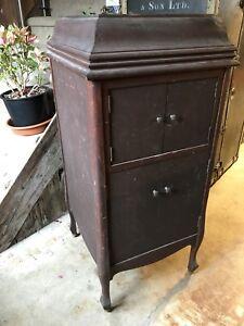 Vieux meubles de tourne-disques/gramophone $100.