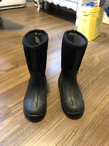 Boys Bogs winter boots size 1