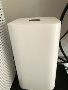 Apple AirPort Extreme router (2 units) and three extenders