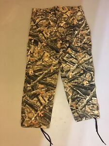 Men's XL camo hunting pants by Matthews.