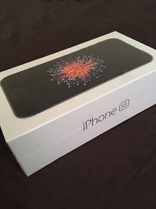 BNIB Unlocked iPhone SE 32GB SPACE GRAY