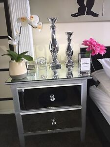Gorgeous !! Mirrored side table