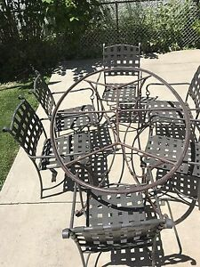 Patio set (6 chairs w cushion) - Table does not have top