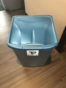 [ For Sale: Large Dog Food Storage Container]
