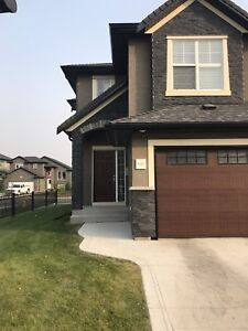 3 bedroom townhouse with single Garage  available Sept 29th.