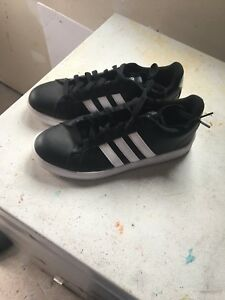 Like new woman's Adidas sneakers size 9