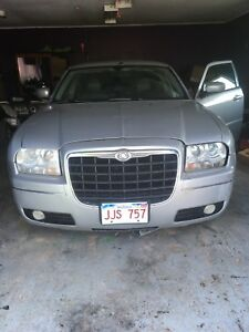 2006 Chrysler 300 for parts or repair