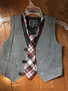 Boys size 5 vest and small clip tie. Great condition