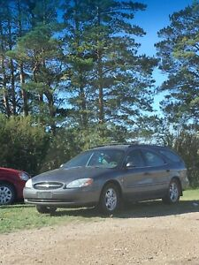 ***LOW KMS 2002 FORD TAURUS WAGON***