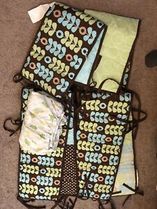 Crib bedding set for boy or girl (almost new)