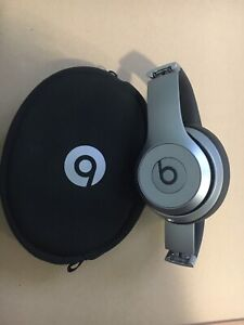 Beats Solo Wireless Headphones - mint condition!