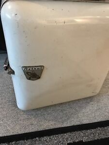 ANTIQUE 1958 ASTRAL ELECTRIC ICE BOX