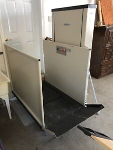 One person wheelchair lift