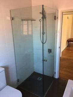 Frameless Glass Showerscreen