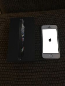 Apple iPhone 5S 32gb Silver on Rogers
