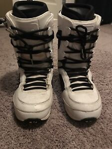Thirty-two snowboard boots size 11