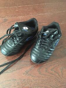Toddler soccer shoes