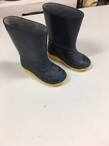 Rubber boots size 11