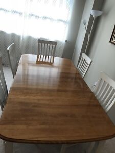 Vintage dining table with 5 chairs