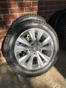 4 pneus d'hiver sur roues Volkswagen