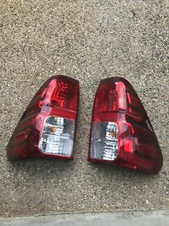 Tail lights, tail gate off a 2016 duel cab hilux