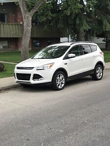 LIKE NEW  2013 FORD ESCAPE SEL 2.0 ECOBOOST - ONLY 73K KMS!