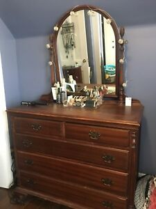 Beautiful Antique Bedroom Set