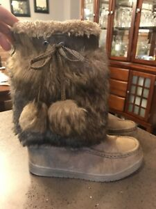 Girls' furry warm boots - size 4