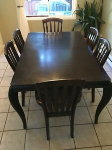 Table avec 6 chaises et extension Table 6 chairs and extension