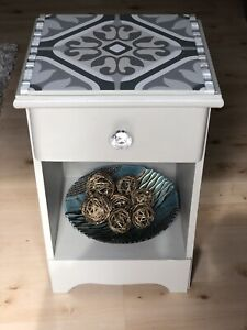 Accent table with ceramic tile