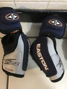 Hockey youth elbow pads and hockey gloves $5 each