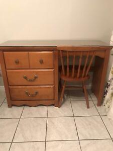 Bureau avec huche et pupitre en bois
