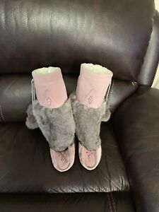 Authentic Canadian Mukluk women's boots size 9