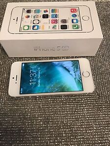 iPhone 5S. 16. Gb silver Rogers or charter Mint