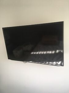 "40"" Samsung LED tv and Wall mount"