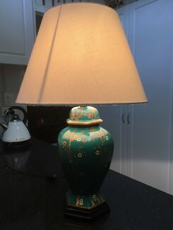 Asian ginger jar style table lamp