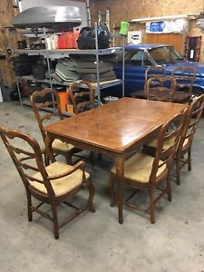 Expandable antique oak dining table & Chairs