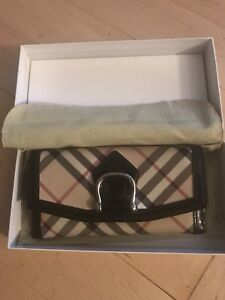 BURBERRY BI-FOLD WALLET